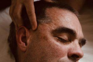 Indisk huvud och ansiktsmassage