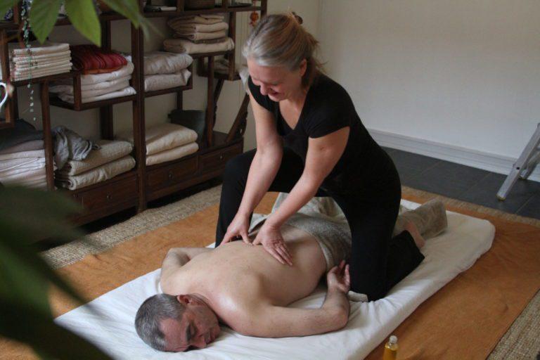 Yogamassage på madrass